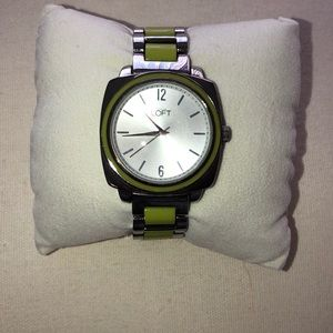 Silver and avocado ceramic bracelet watch